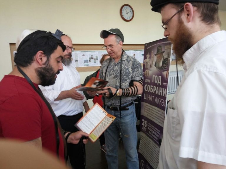 United States Ambassador Visits Kishinev's Synagogue